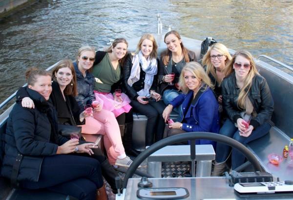 Testvaart met groepje dames